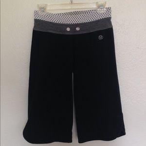 Lulu Black Cropped Athletic Pants